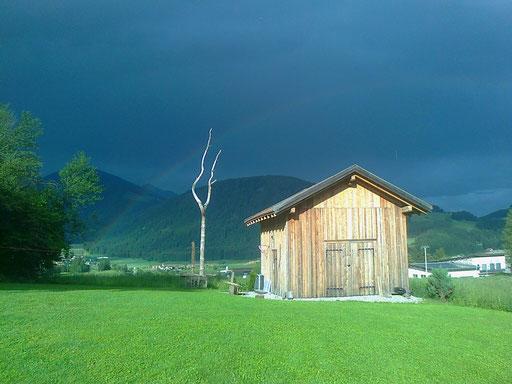 Idyllische Scheune Antholz Gewitter und Regenbogen + fienile idillico temporale e arcobaleno Anterselva + idyll barn thunderstorm and rainbow