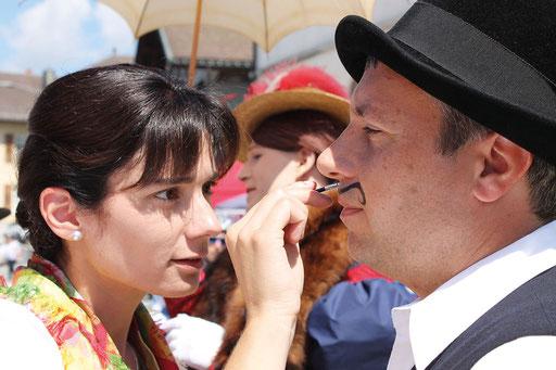 Das Make-up wurde mit größter Sorgfalt bearbeitet ... die Illusion musste perfekt sein!