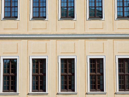 Nach der Sanierung einer Fassade von einem Denkmalgeschützen Gebäudes durch die 3B Denkmalpflege & Bausanierung GmbH