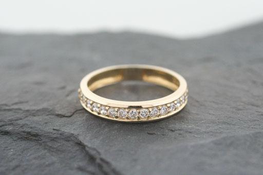 Memoire-Ring aus Gelbgold mit Brillanten im Verschnitt gefasst