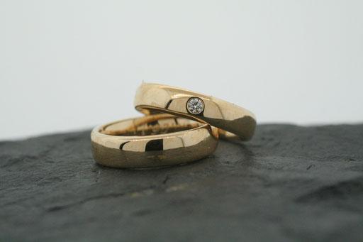 Trauringe / Eheringe aus Gelbgold mit Brillant
