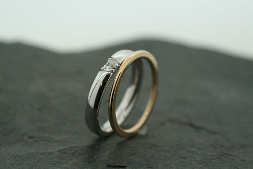 Trauringe / Eheringe aus Gelb- und Weißgold mit Diamantherz