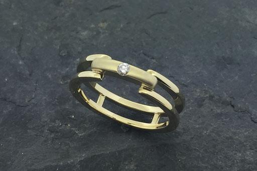 Ring aus Gelbgold mit einem Brillanten, glatt gefasst