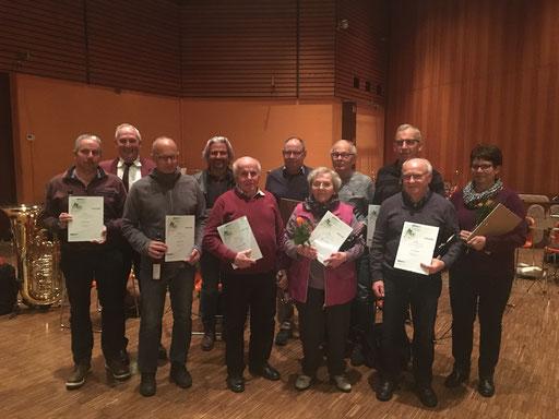 Die geehrten passiven Mitglieder mit Vorstand Herbert Decker (hinten rechts)