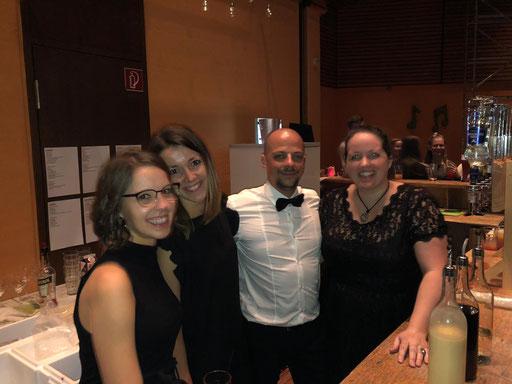 Die Barkeeper Franzi, Pez, Gonzo und Leah (v. l. n. r.)