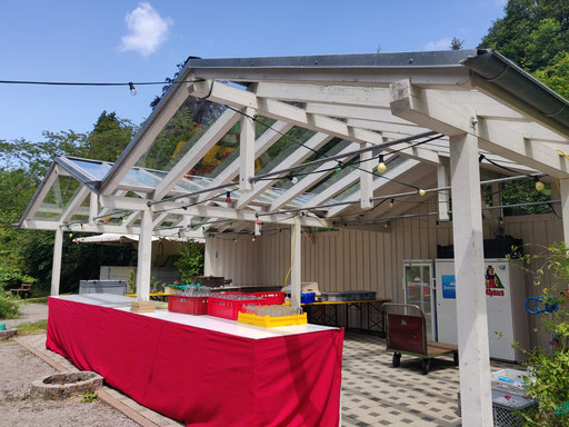 Die Essens- und Getränkeausgabe im Kurpark-Pavillion