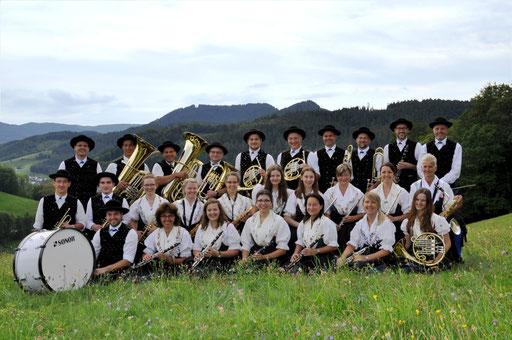 Gruppenbild vor herrlicher Schwarzwaldkulisse in Griesbach