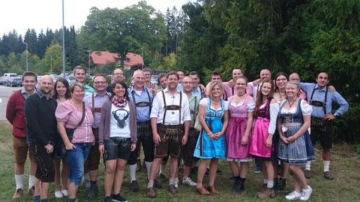 Gruppenbild vor dem Festzelt