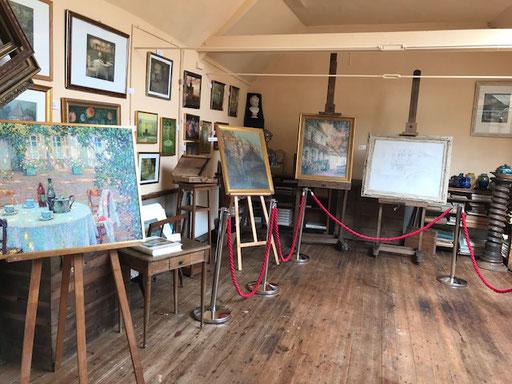 """L'atelier du peintre Henri Le Sidaner - en premier plan """"la table au jardin"""""""