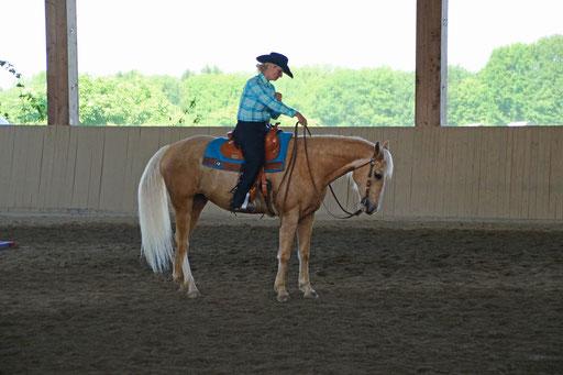 Susanne mit Yellow im Trail