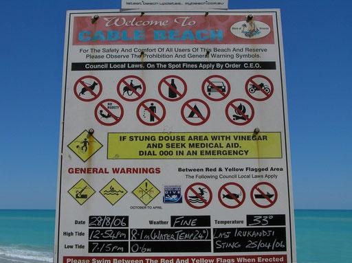 Ohne Verbotsschilder geht es auch an der Cable Beach nicht.