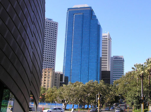 Perth City, links der Kupfersegel vom Swan Bell Tower