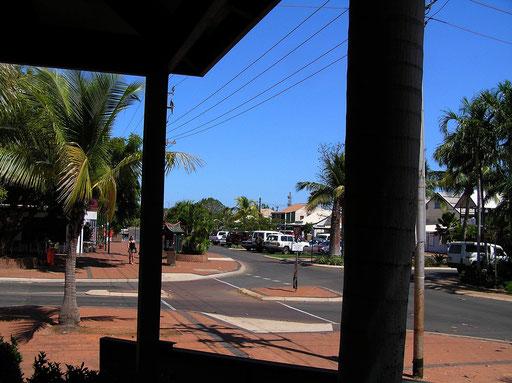 Broome ist eine am Indischen Ozean gelegene Kuestenstadt in der Region Kimberley, im Norden Westaustraliens. Sie wurde 1883 gegruendet. Namensgeber war der damalige Gouverneur der Kolonie Westaustralien, Frederick Broome. Sie liegt rund 2200 km entfernt v