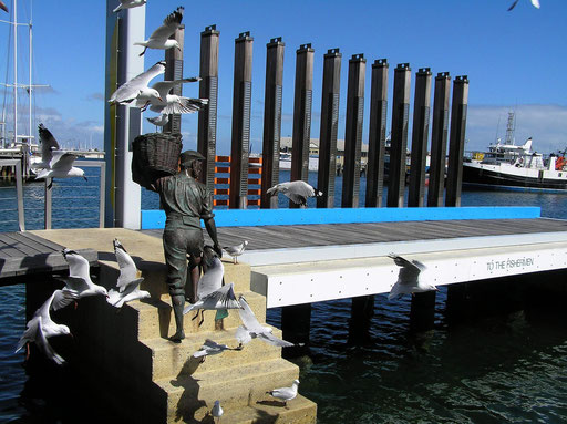 """Denkmal fuer die Fischer von Fremantle. """"TO THE FISHERMEN"""""""
