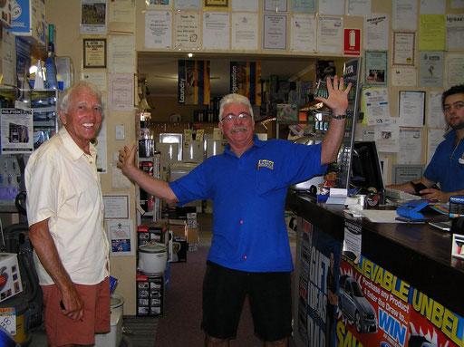 In einem Shop in Broome. Die Australier sind aufgeschlossene Leute und machen gerne auch mal einen Spass.