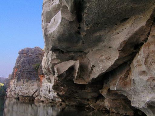 Auf einer Laenge von 14 km wird hier ein fossiles Riff durchschnitten. Es gibt hier Steilwaende mit über 30 m Hoehe. Waehrend der Regenzeit liegt hier der Wasserpegel bis zu 12 Meter hoeher, gegenueber der Trockenzeit.