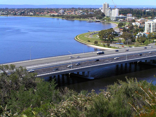 Perth. Bruecke über den Swan River