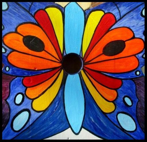 Detail Nestkastje in vorm van Vlinder, vooraanzicht