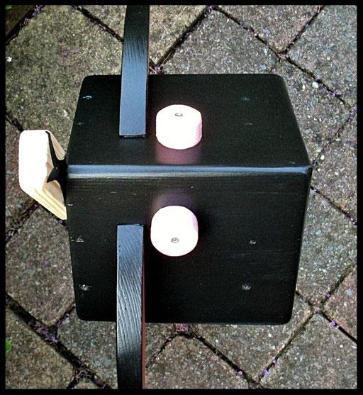 Detail Nestkastje in vorm van Koe, bovenaanzicht