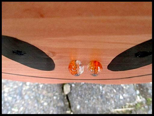 Detail Nestkastje in vorm van Kabouter, muts