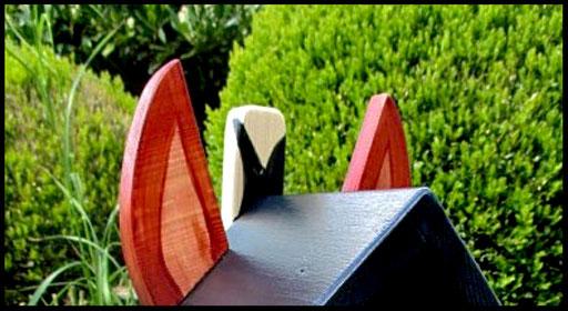 Detail Nestkastje in vorm van Paard, oren