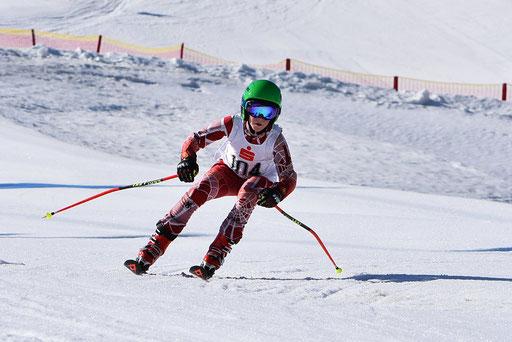 SV DJK Heufeld Skiteam Vereinsmeisterschaft 2019 Rennläufer legt die Ski zum nächsten Schwung um.