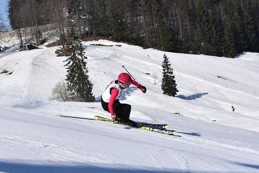 SV DJK Heufeld Skiteam Vereinsmeisterschaft 2019 Rennläufer in der Seitfahrt.