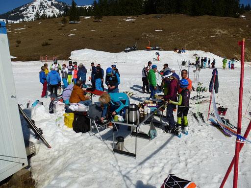 SV DJK Heufeld Skiteam Vereinsmeisterschaft 2019. Kaffee und Kuchen am Waldkopflift.