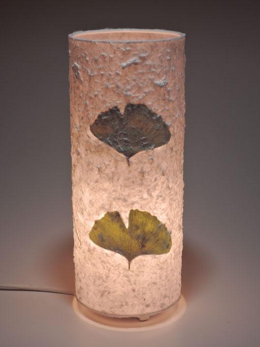 Tonnenlampe Abaka mit Gingkoblättern