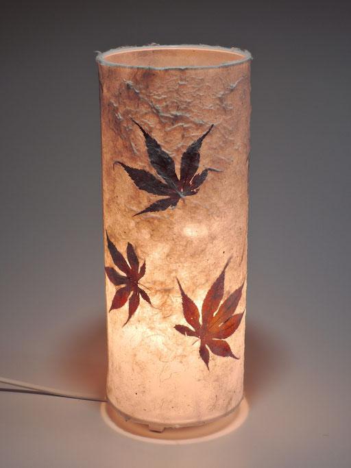 Tonnenlampe Kozo mit japanischem Ahorn