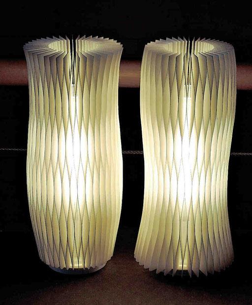 Harmonie I + II - 2016 - Dm 13 / H 30 cm / PAPIER-art ART-papier, Tischlampen aus Papierschichten, weiß, Harald Metzler, Mattsee, Österreich