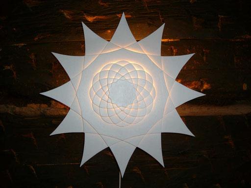 Stern - 2013 / PAPIER-art ART-papier, Wandlampe, Sperrholzschichten weiß lakiert, Kunstobjekt, Harald Metzler, Mattsee, Österreich