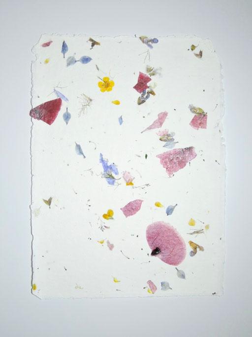 Handgeschöpftes Papier mit Sommerblüten, Mattsee, Michaela Metzler, Österreich