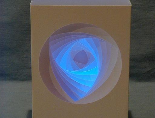 """""""Basset"""" 10x10x15 cm mit LED-Licht"""