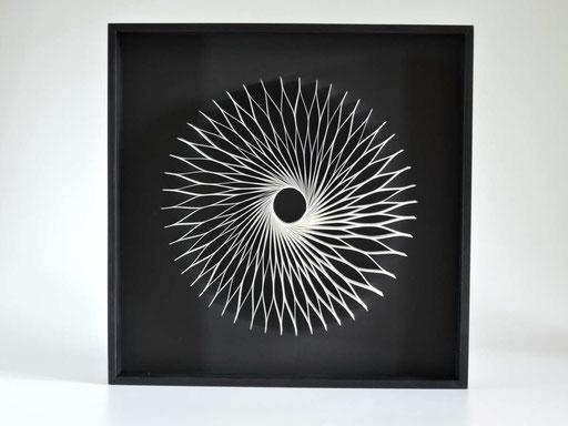 Drehung I - 2013 - 37 x 37 cm / PAPIER-art ART-papier, Wandbild aus Papier, weiß, Kunstobjekt, Harald Metzler, Mattsee, Österreich