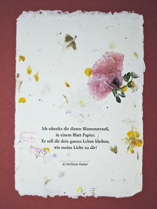 handgesch. Blütenpapier m. Wiesenblüten und Bleidruck