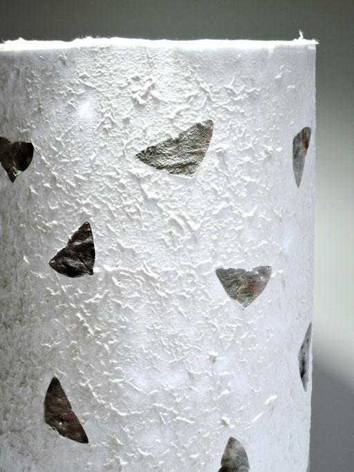 Tonnenlampe mit Abaka und Sauerklee, Detail