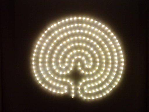 Lichtlabyrinth / PAPIER-art ART-papier, Kunstobjekt aus Lichtspiralen, Harald Metzler, Mattsee, Österreich