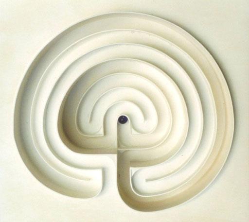 LabyBahn / PAPIER-art ART-papier, Kunstobjekt aus lakiertem Sperrholz, weiß, Harald Metzler, Mattsee, Österreich