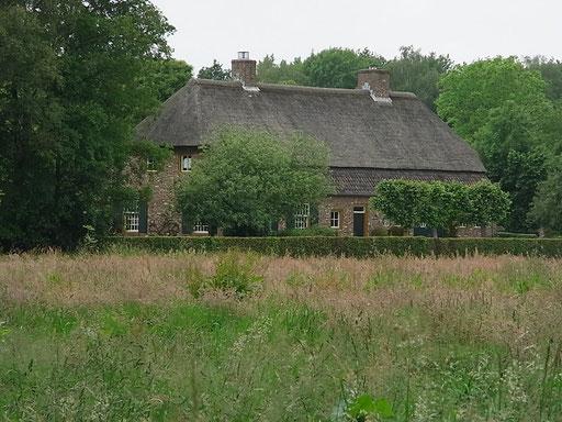 Hier findet man viele Häuser mit Reetdächern