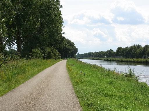 Landsträßchen am Nederweert-Helmond-Kanaal