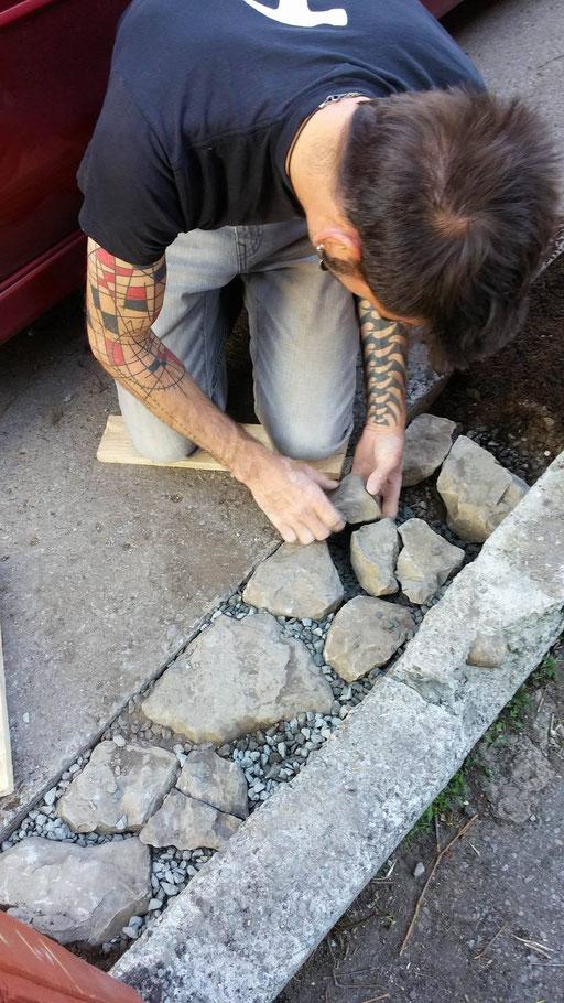 LARTISNICK fait un chemin de roche