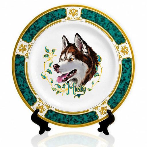 Сувенирная тарелка с изображением хаски.