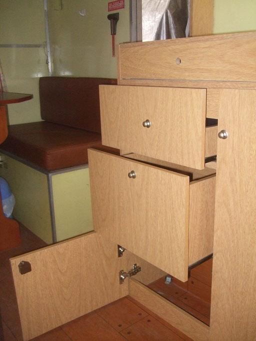 CASA RODANTE: Armado mueble cocina e instalación eléctrica a leds ...