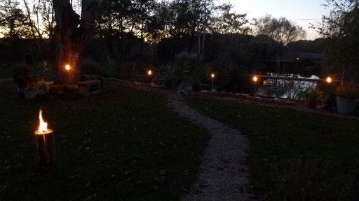 4. November - mein Geburri - wir lassen Fackeln brennen und eine Finnenkerze ...