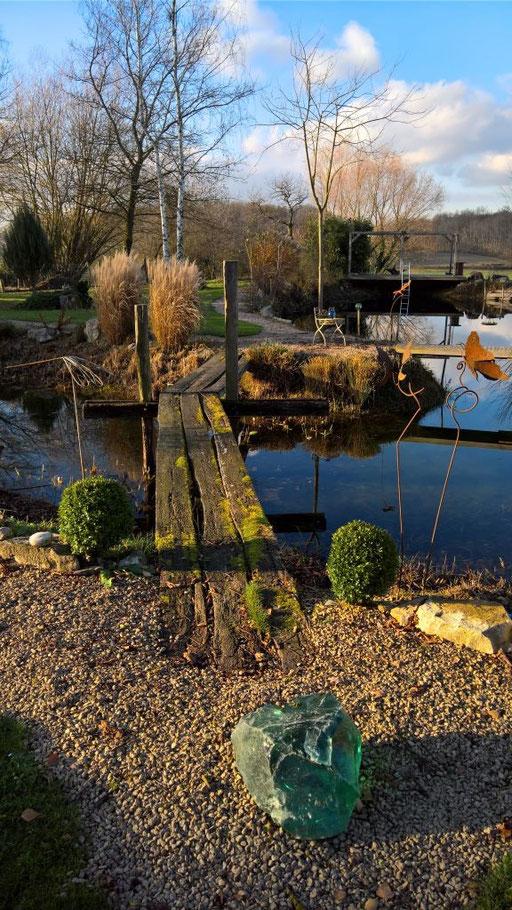 Die alte Brücke über den Teich - ein Symbol für das Neue Jahr