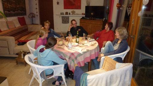 Vacherin Mont d'Or aus dem Ofen mit Andrea und Familie, Regine und Henny