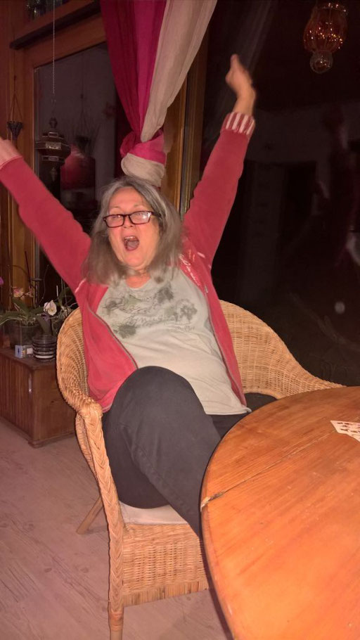 Hurra, Angela gewinnt endlich im BrändiDog-Spiel!