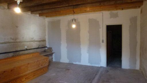 Fertig aufgestellte Trennwand im Atelier ...