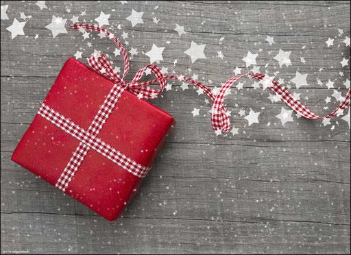 """""""Rotes Weihnachtspäckchen mit Schleife und Sternen"""" SKU: 18_42_108"""